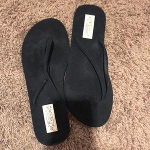 Black flojos flip flops size 7